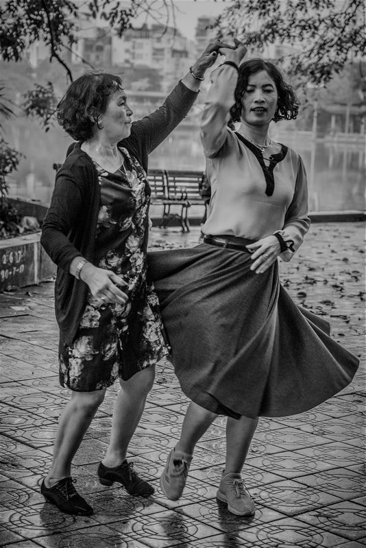 Hanoi Pirouette, Photo on Canvas